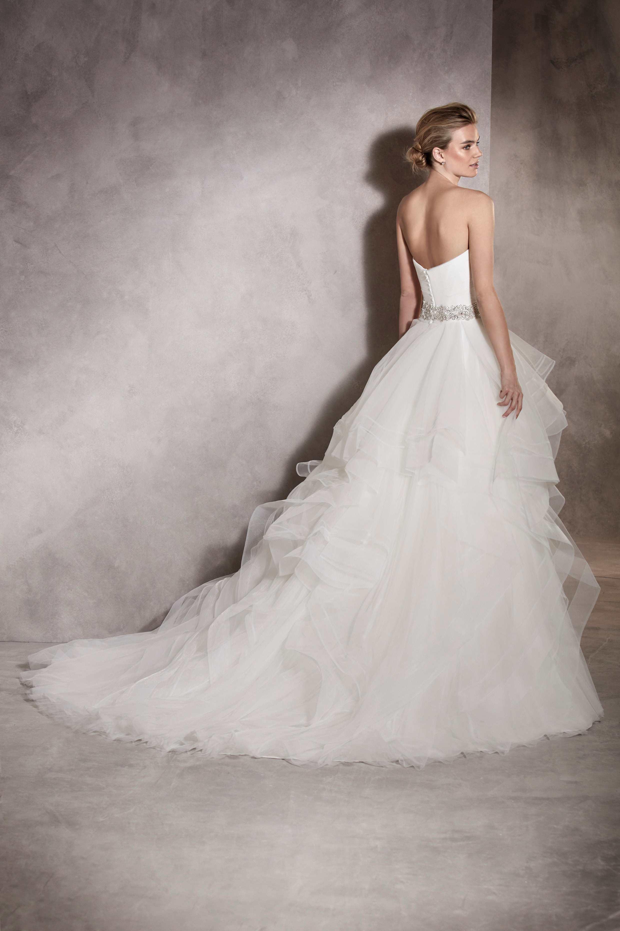 Pronovias 2017 menyasszonyi ruha: Albania