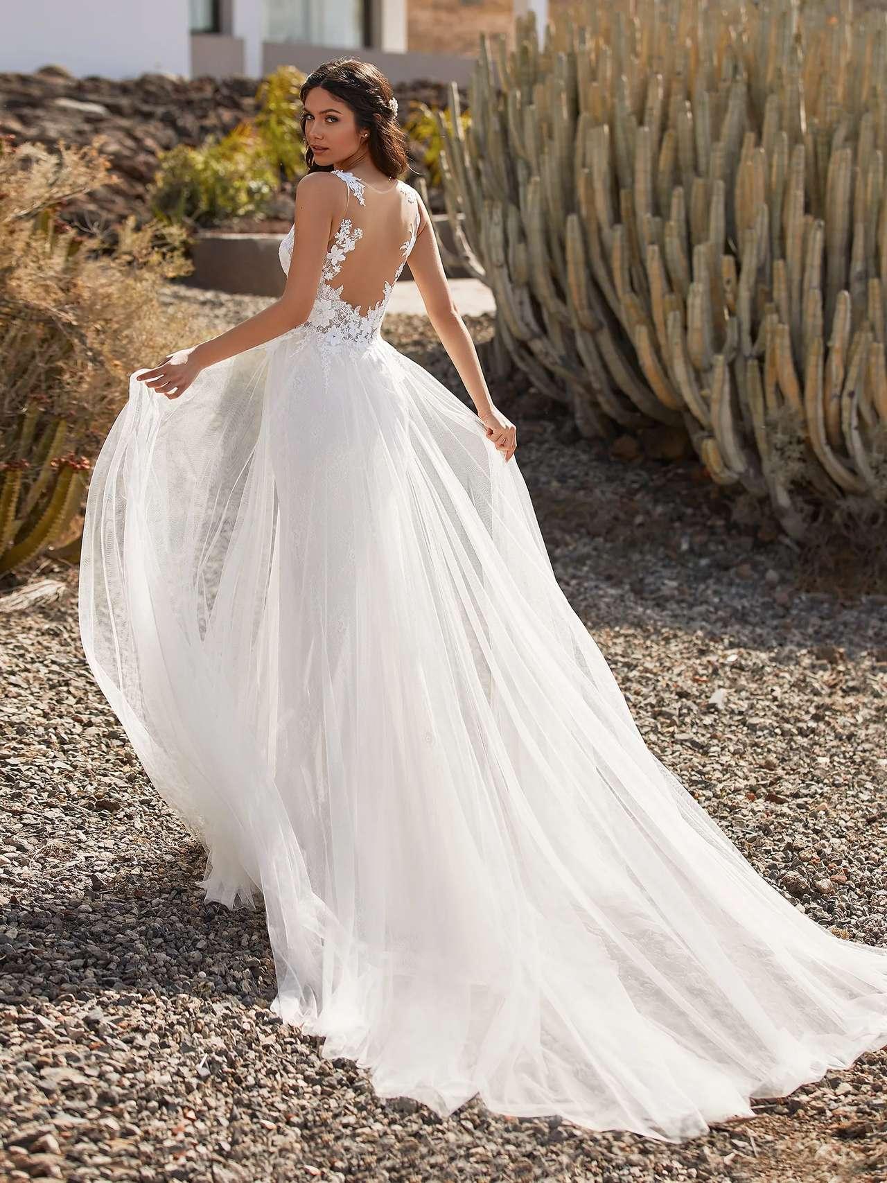 Britt esküvői ruha - Pronovias 2021