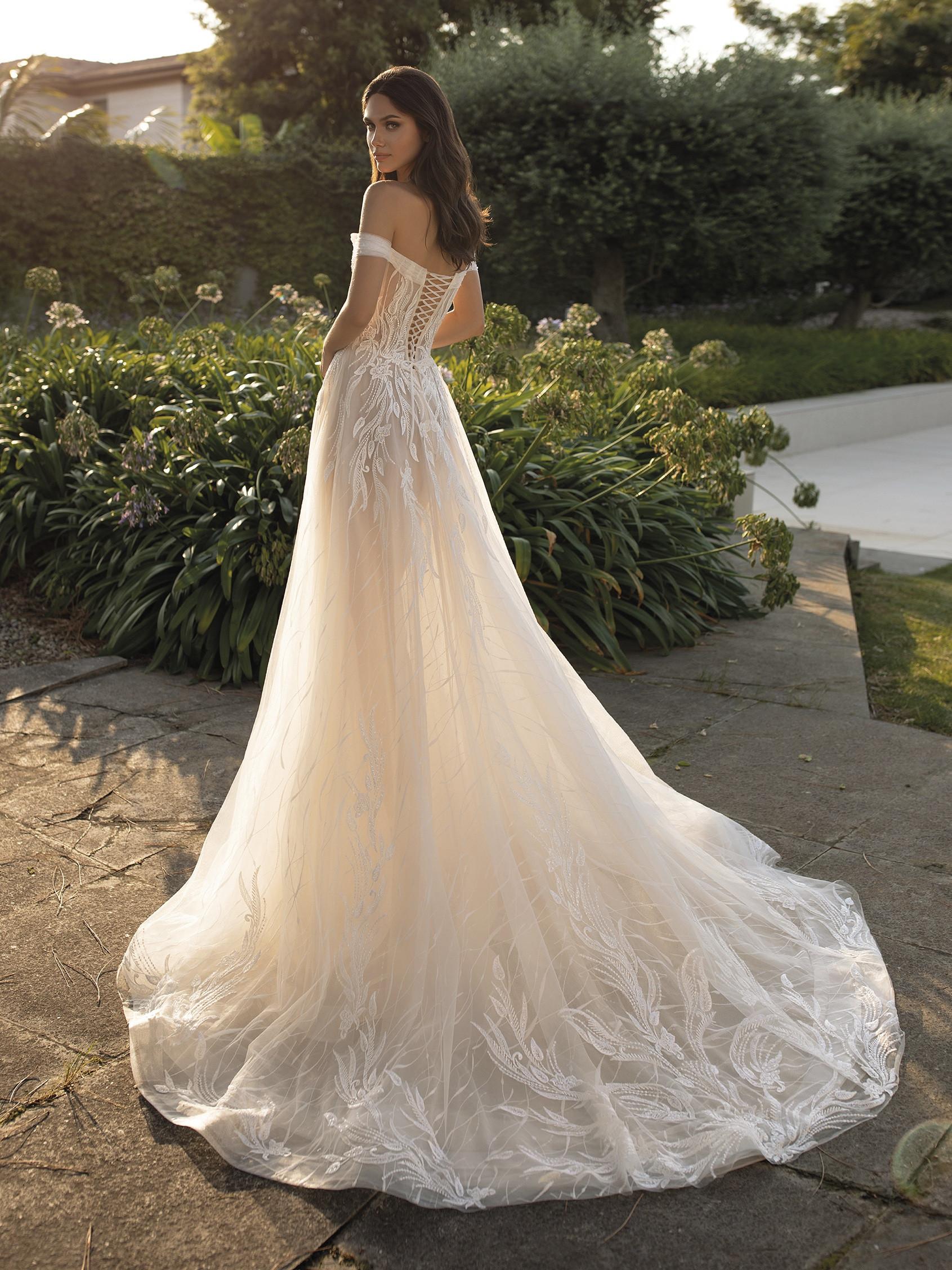 Cloe esküvői ruha - Pronovias 2021