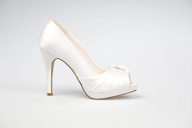 Gina esküvői ruha - Esküvői Cipő