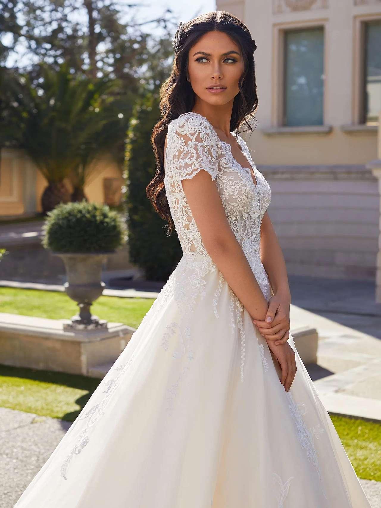 Pronovias 2021 menyasszonyi ruha: Giselle