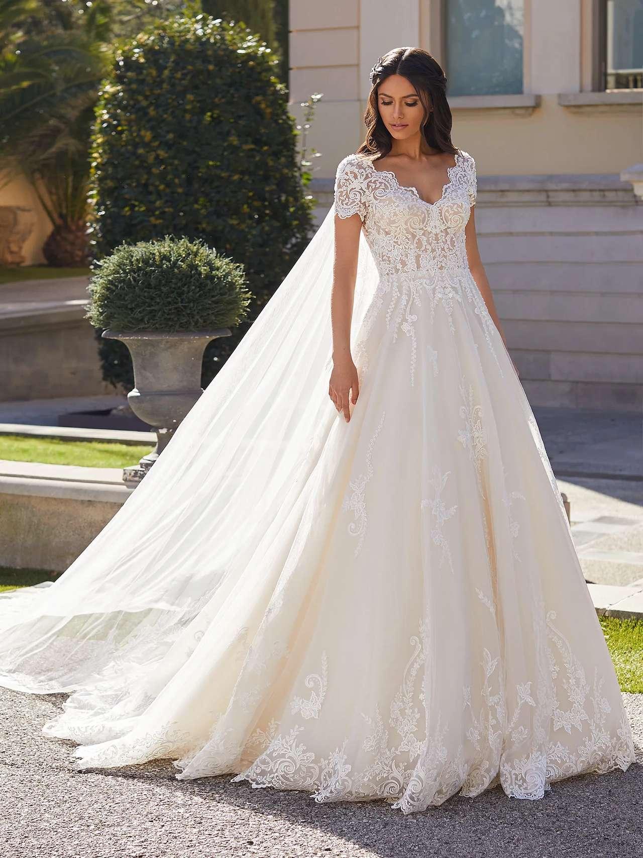 Pronovias 2021 esküvői ruha: Giselle