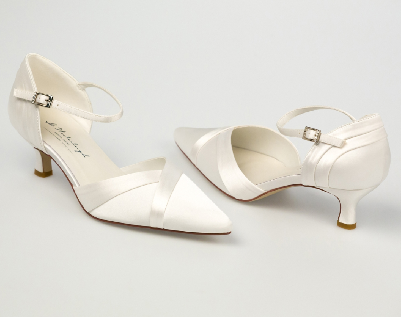 Julia menyasszonyi ruha - Esküvői Cipő