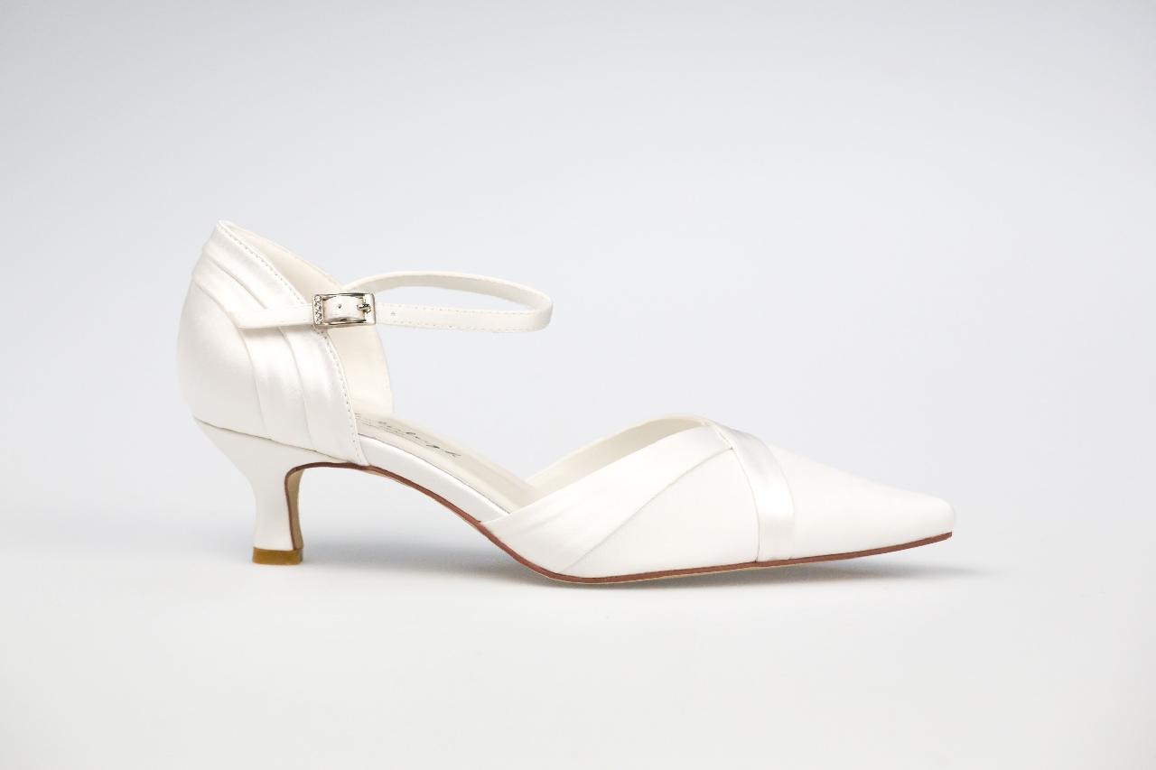 Julia esküvői ruha - Esküvői Cipő