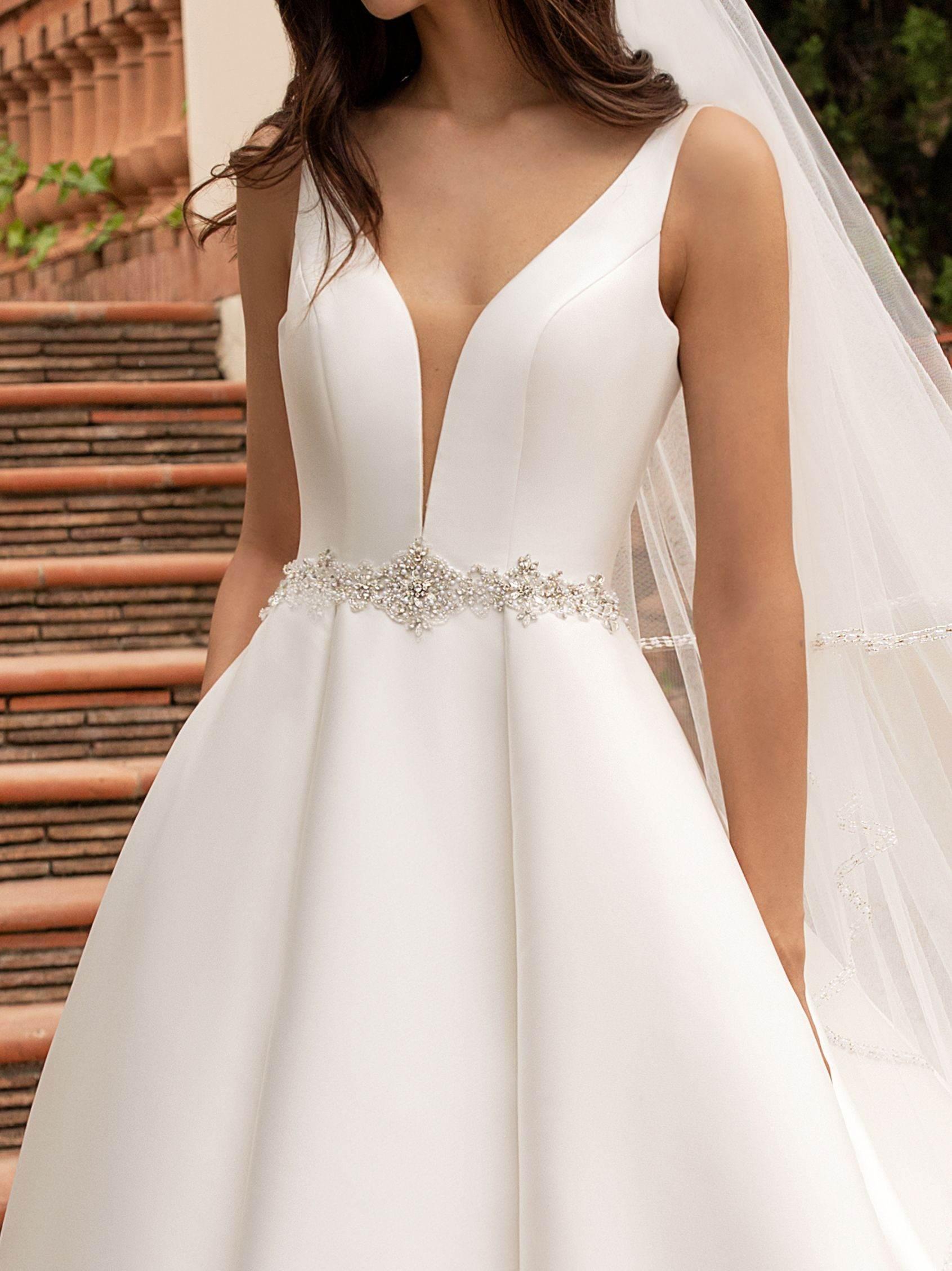 Pronovias 2021 menyasszonyi ruha: Malena