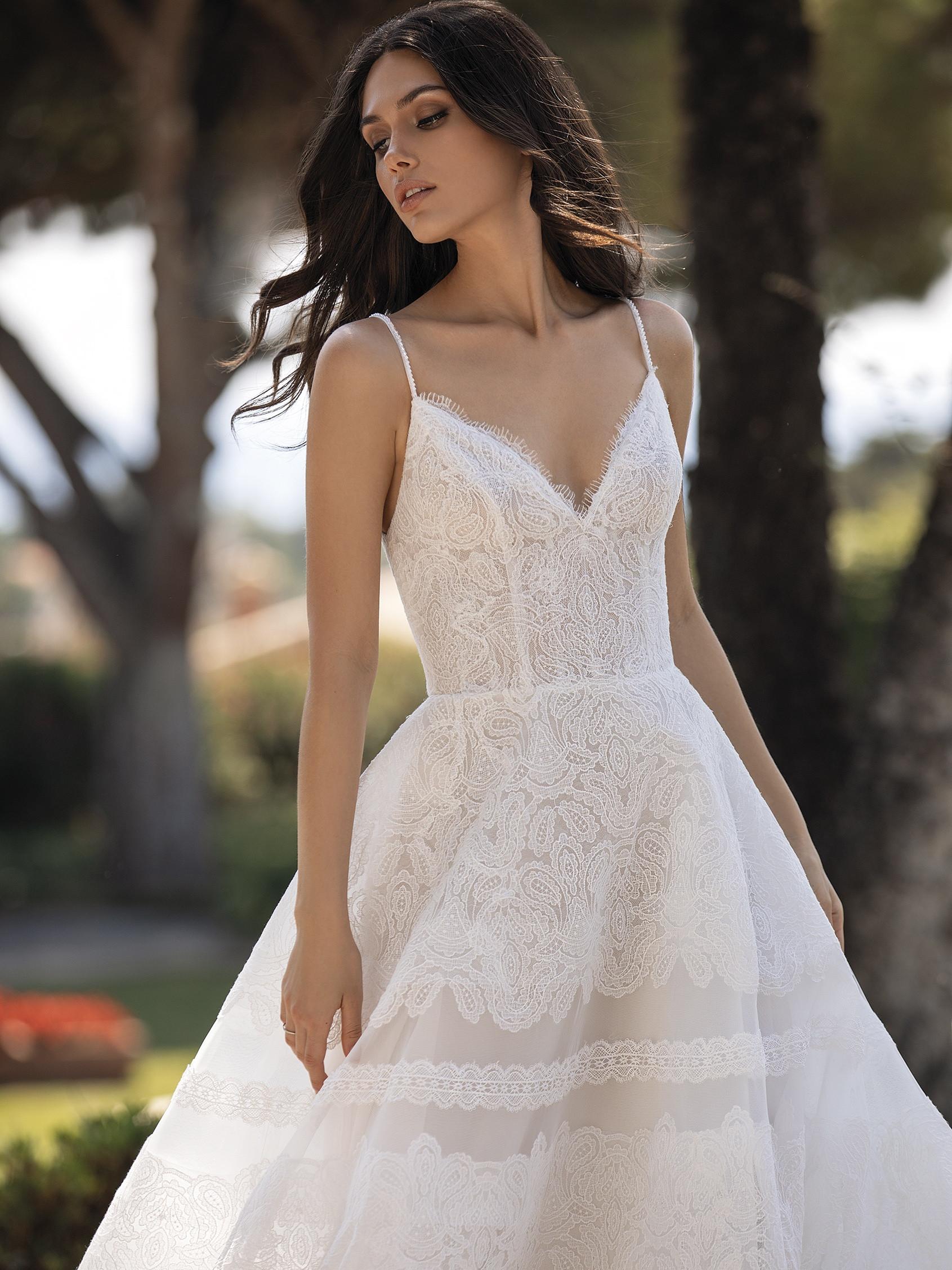 Pronovias 2021 menyasszonyi ruha: Rossana