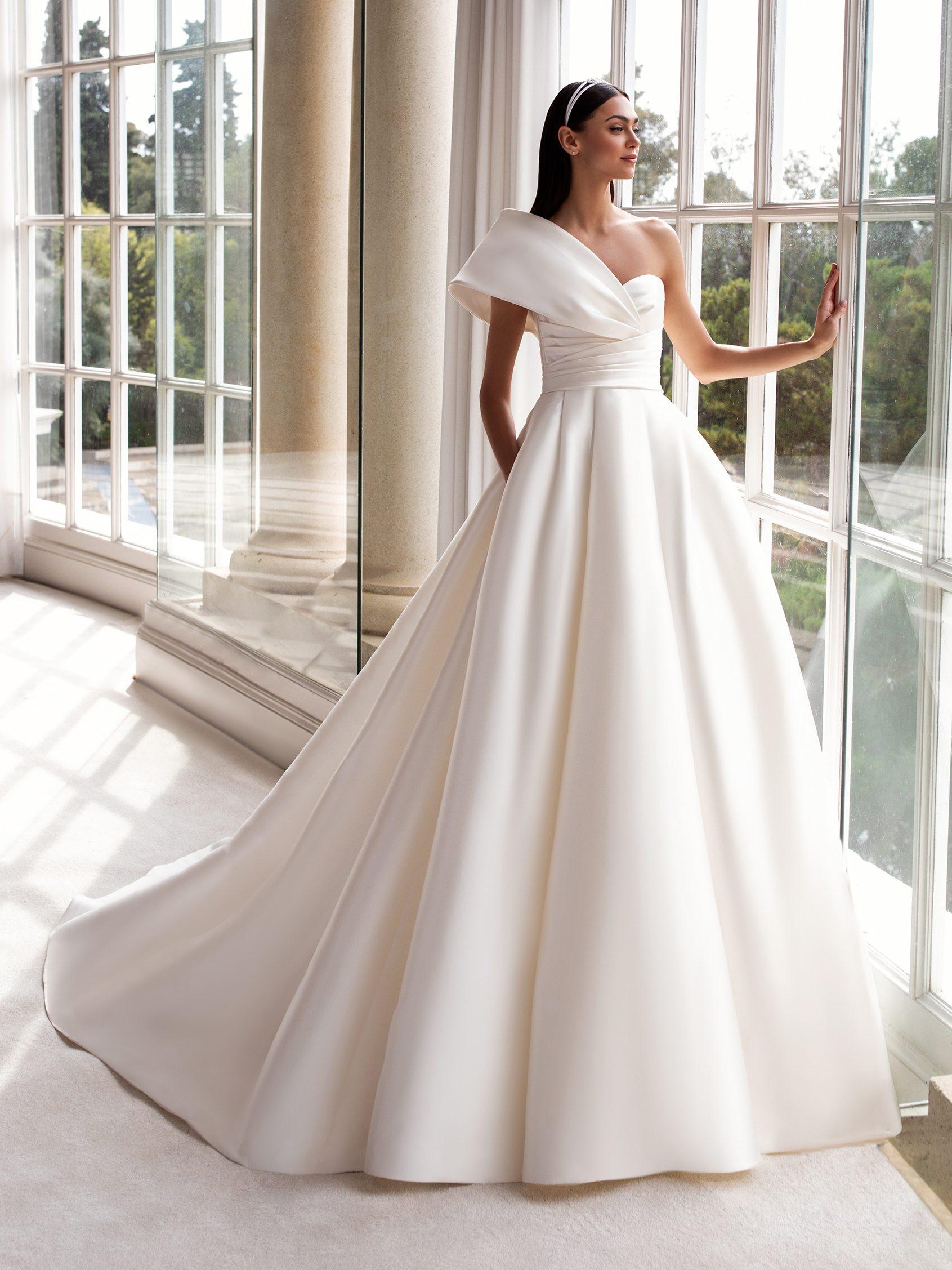 Sedna menyasszonyi ruha - Pronovias 2021