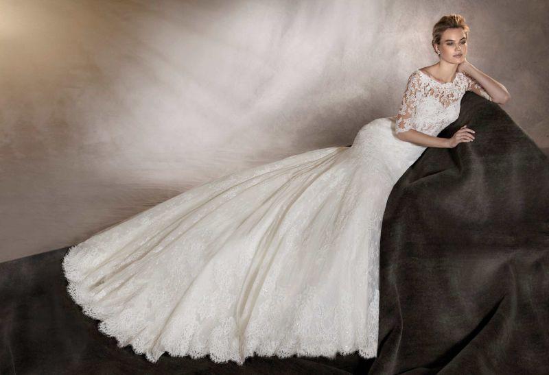 d8e15574b8 Pronovias előfoglalás - La Mariée esküvői ruhaszalon: Austria menyasszonyi  ruha ...