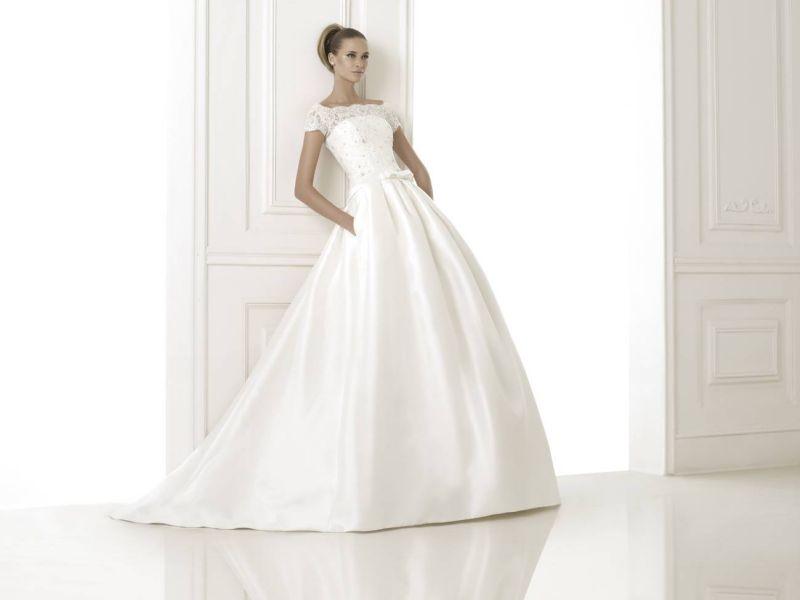 Pronovias előfoglalás - La Mariée esküvői ruhaszalon: Bandera menyasszonyi ruha