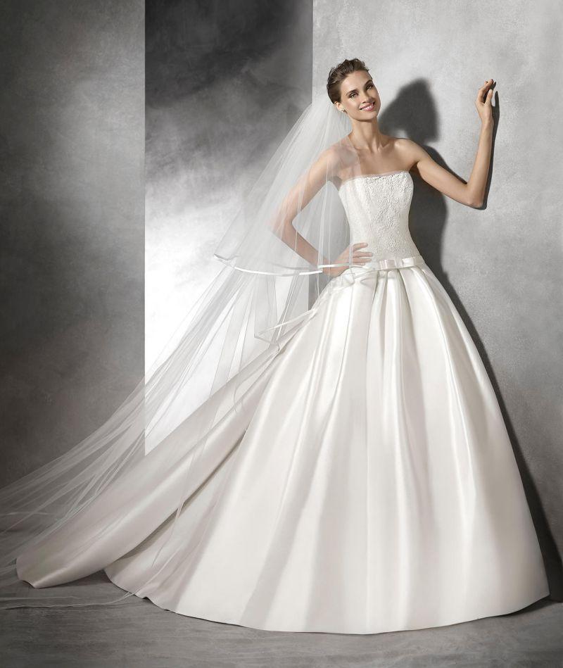 Pronovias előfoglalás - La Mariée esküvői ruhaszalon: Baronda menyasszonyi ruha
