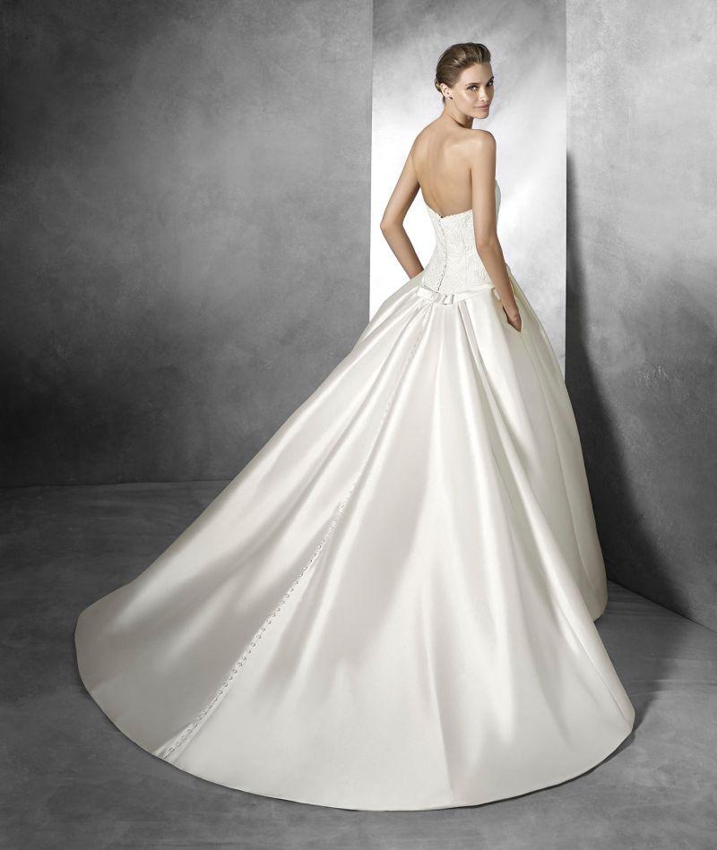 Pronovias előfoglalás - La Mariée esküvői ruhaszalon: Baronda eskövői ruha