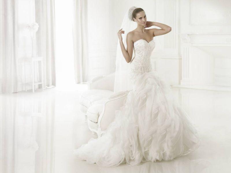 Pronovias előfoglalás - La Mariée esküvői ruhaszalon: Beca menyasszonyi ruha