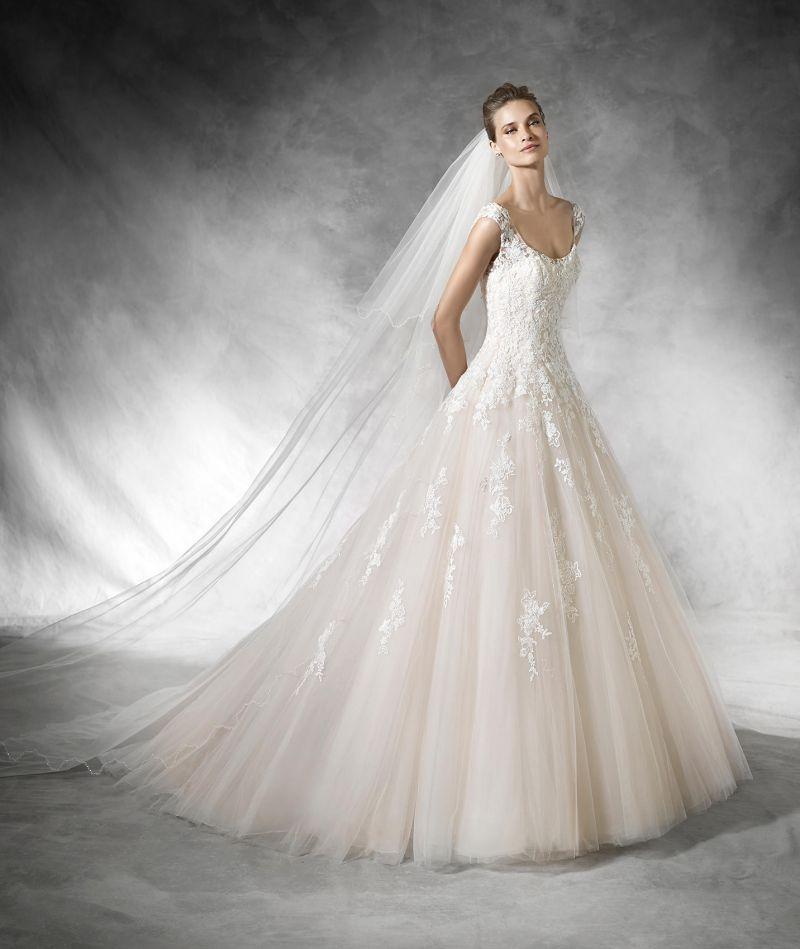 Pronovias előfoglalás - La Mariée esküvői ruhaszalon: Bia menyasszonyi ruha
