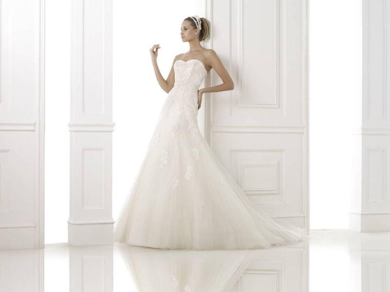Pronovias előfoglalás - La Mariée esküvői ruhaszalon: Bimba menyasszonyi ruha
