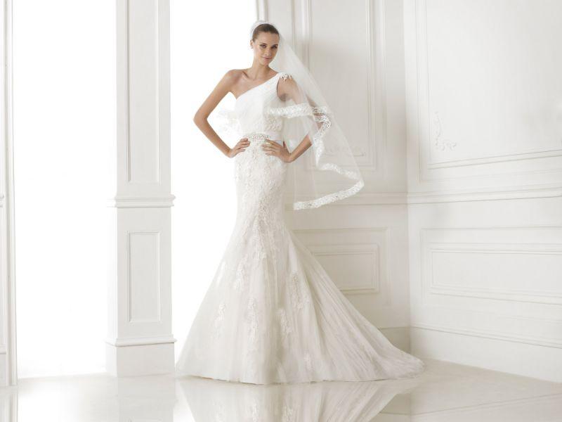 Pronovias előfoglalás - La Mariée esküvői ruhaszalon: Bora menyasszonyi ruha