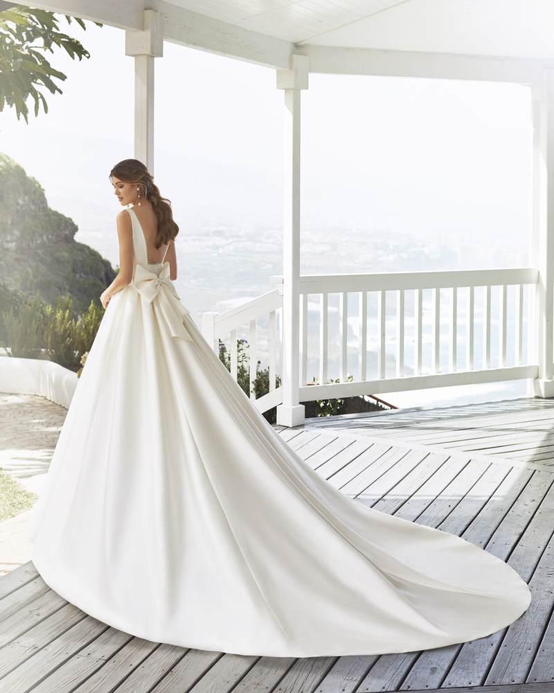 Rosa Clará 2021-es menyasszonyi ruha kollekció vásárlás, bérlés: Cabak eskövői ruha