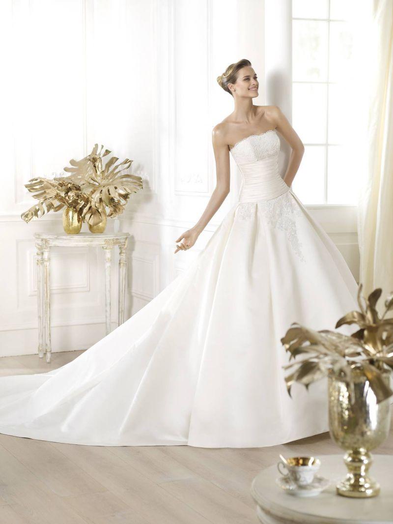 Pronovias előfoglalás - La Mariée esküvői ruhaszalon: Laurain eskövői ruha