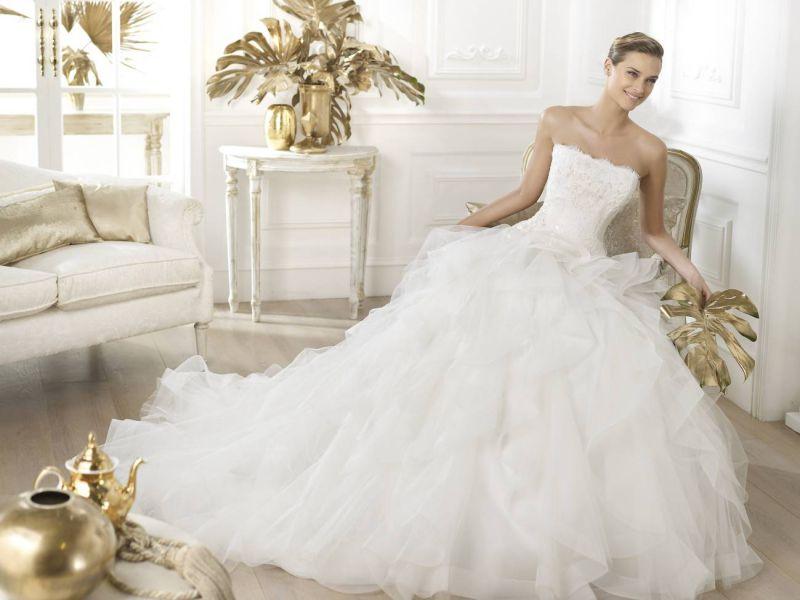 Pronovias előfoglalás - La Mariée esküvői ruhaszalon: Leante menyasszonyi ruha