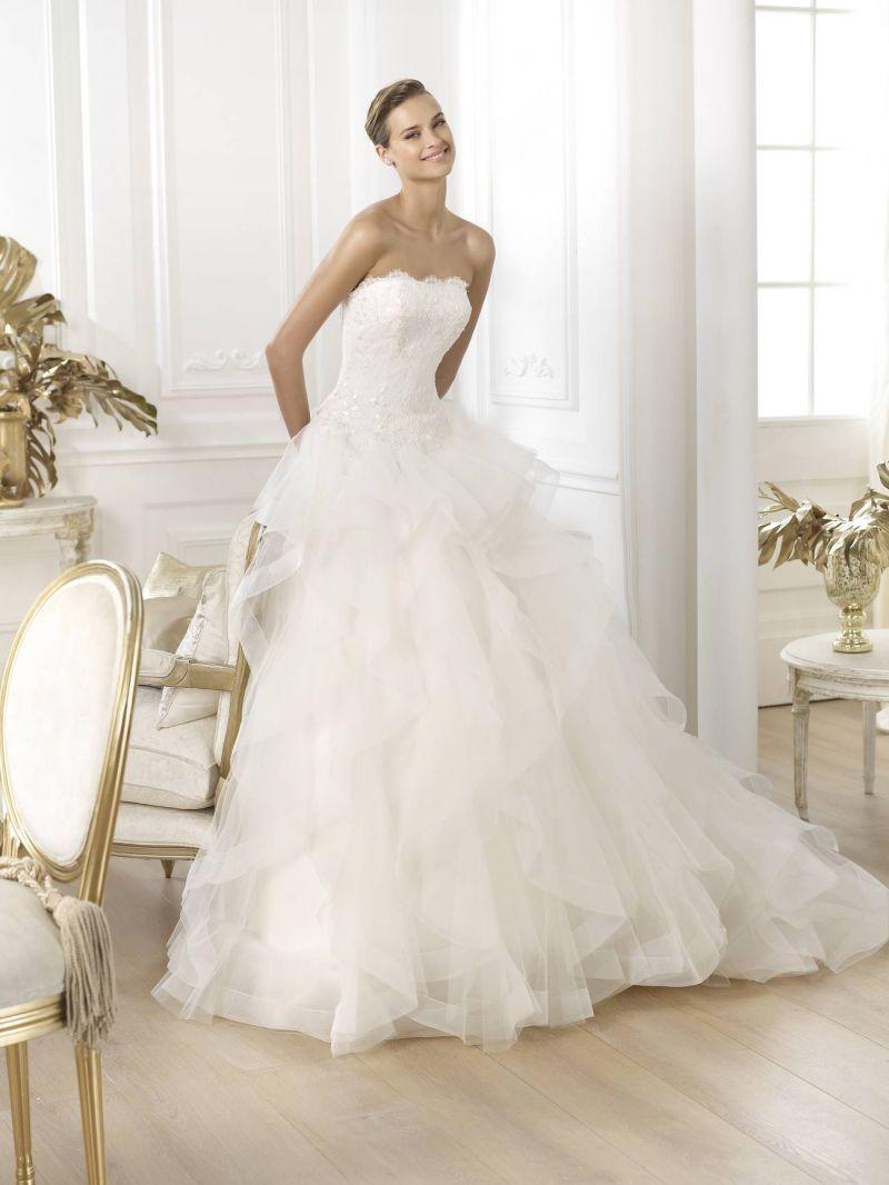 Pronovias előfoglalás - La Mariée esküvői ruhaszalon: Leante eskövői ruha