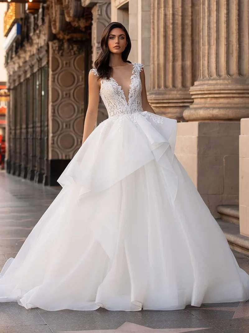 Esküvői ruha bérlés, vásárlás – Pronovias 2021-es kollekció: Lollobrigida menyasszonyi ruha