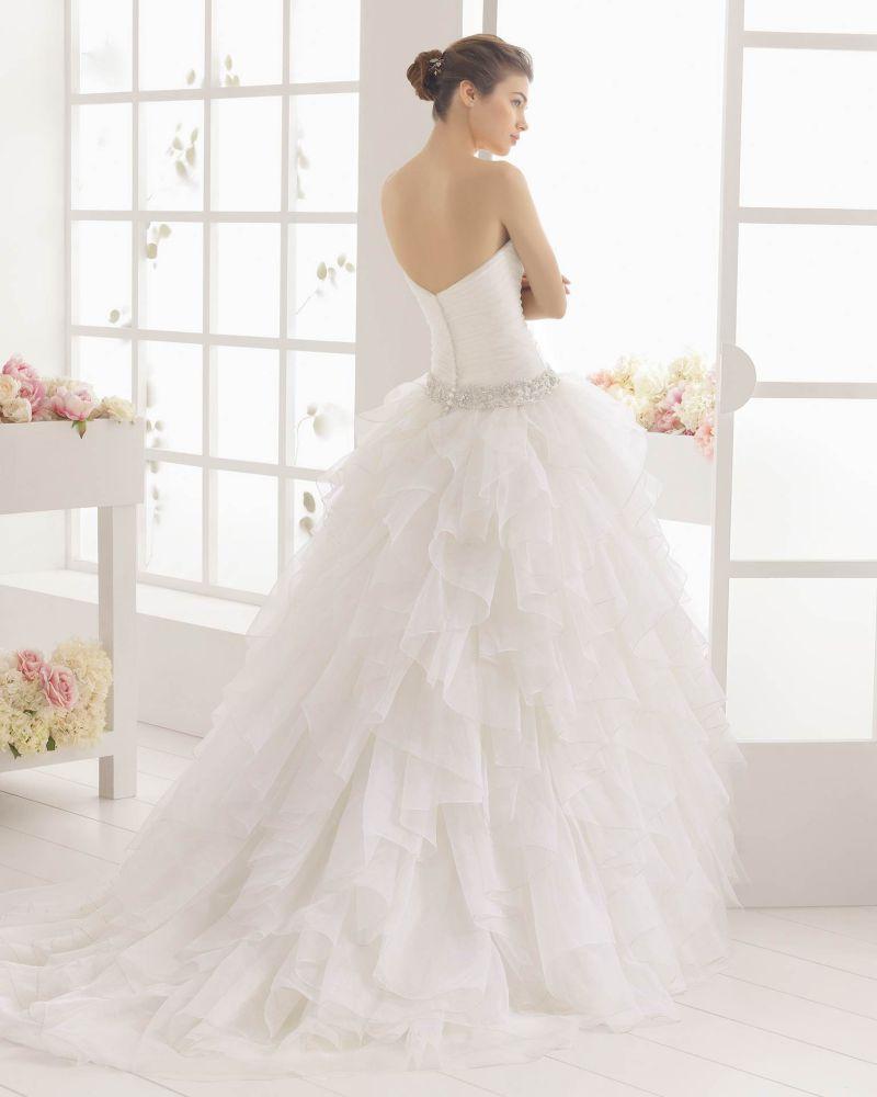Rosa Clará Aire előfoglalási kedvezmények - La Mariée esküvői ruhaszalon Budapest: Melibea eskövői ruha