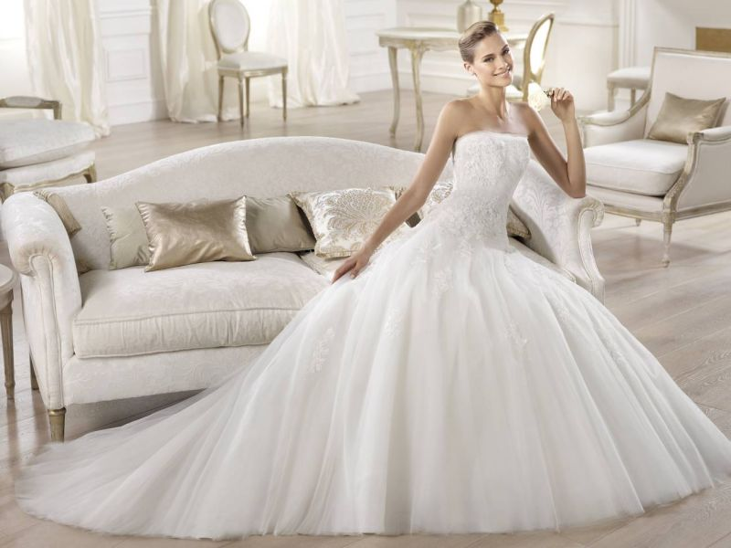 Pronovias előfoglalás - La Mariée esküvői ruhaszalon: Ocotal menyasszonyi ruha