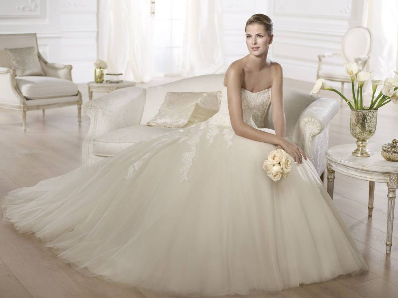 Pronovias előfoglalás - La Mariée esküvői ruhaszalon: Octavia menyasszonyi ruha