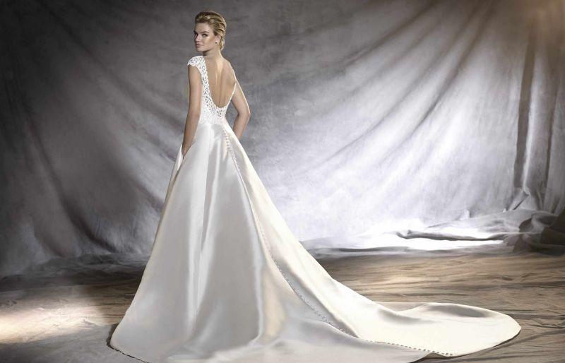 bb8c566b78 Pronovias előfoglalás - La Mariée esküvői ruhaszalon: Osvina menyasszonyi  ruha ...