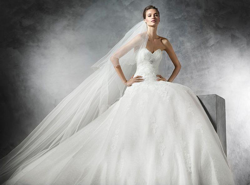 Pronovias előfoglalás - La Mariée esküvői ruhaszalon: Placet eskövői ruha