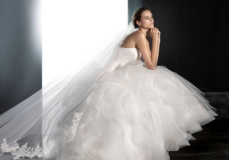 Pronovias előfoglalás - La Mariée esküvői ruhaszalon: Plata eskövői ruha