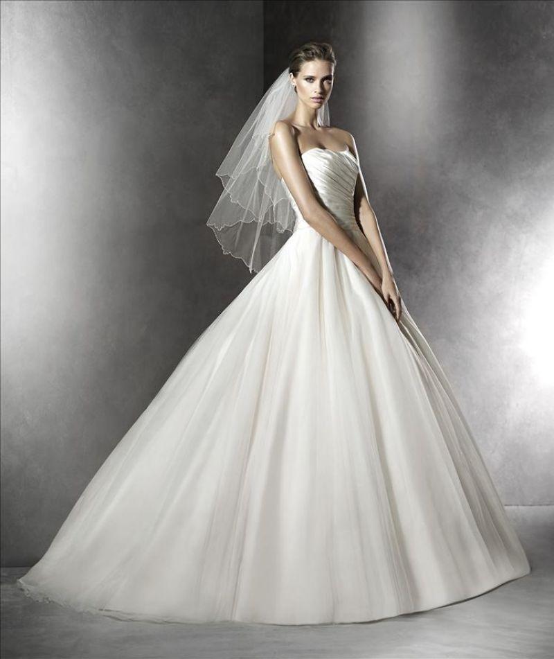 Pronovias előfoglalás - La Mariée esküvői ruhaszalon: Plesana menyasszonyi ruha