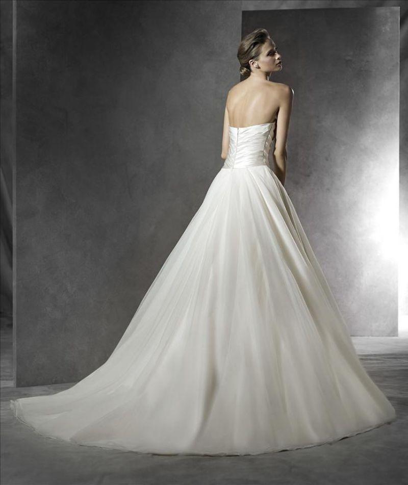 Pronovias előfoglalás - La Mariée esküvői ruhaszalon: Plesana eskövői ruha