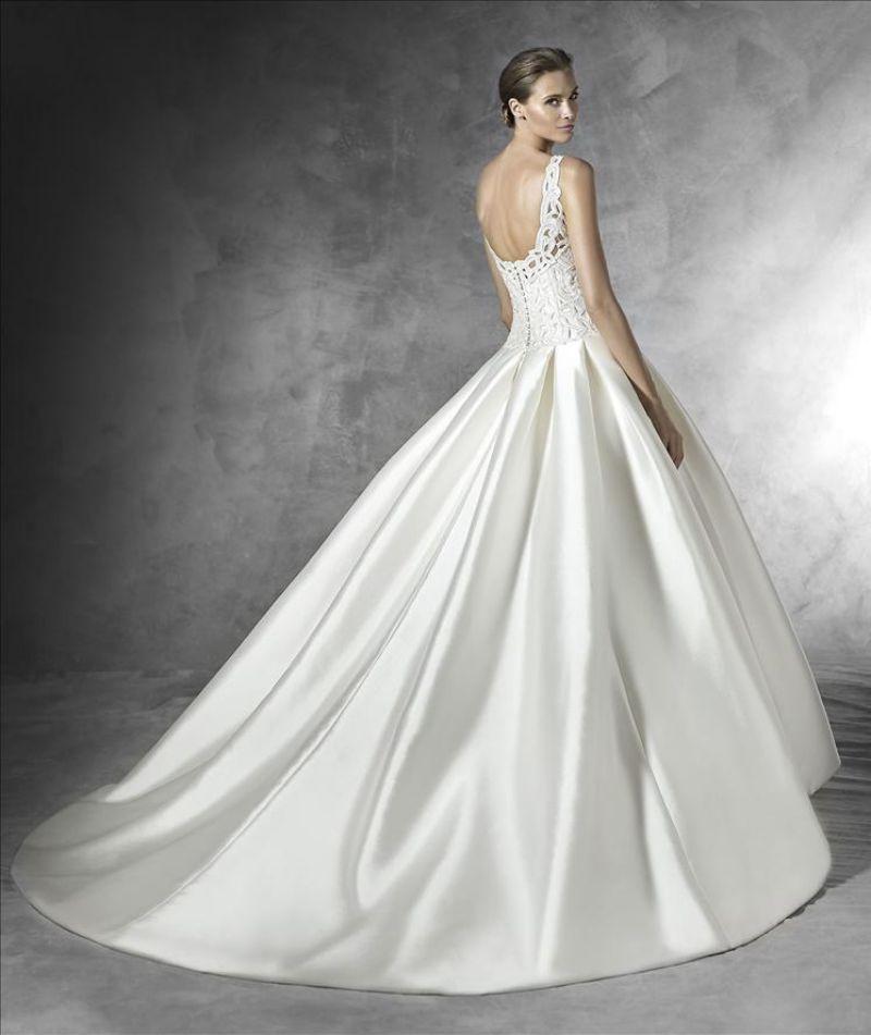 Pronovias előfoglalás - La Mariée esküvői ruhaszalon: Pranette eskövői ruha