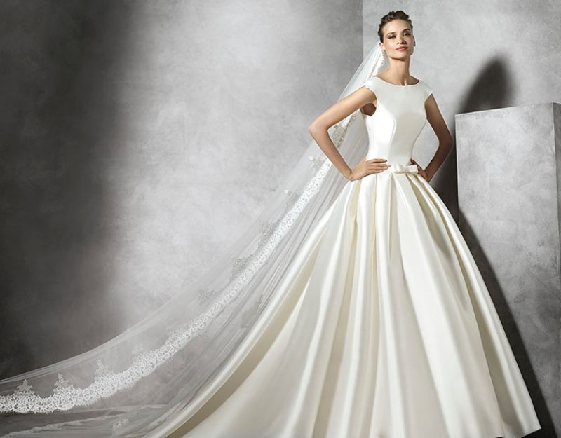 Pronovias előfoglalás - La Mariée esküvői ruhaszalon: Pravina eskövői ruha
