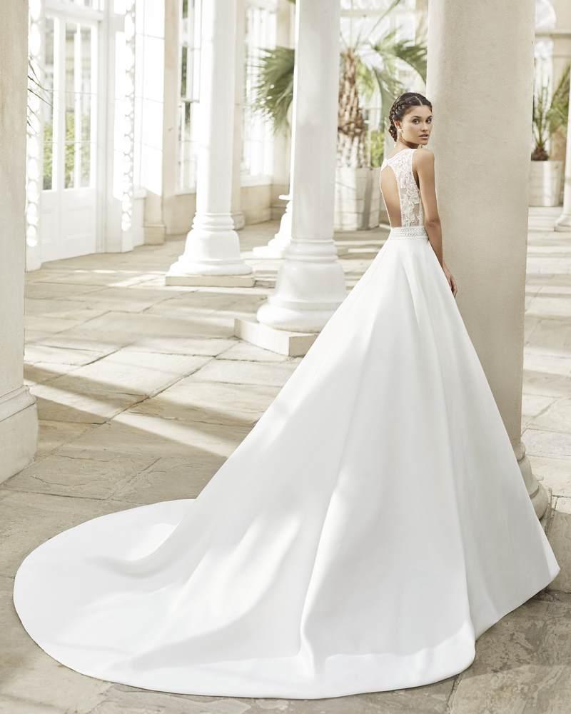 Rosa Clará 2021-es menyasszonyi ruha kollekció vásárlás, bérlés: Tiara eskövői ruha
