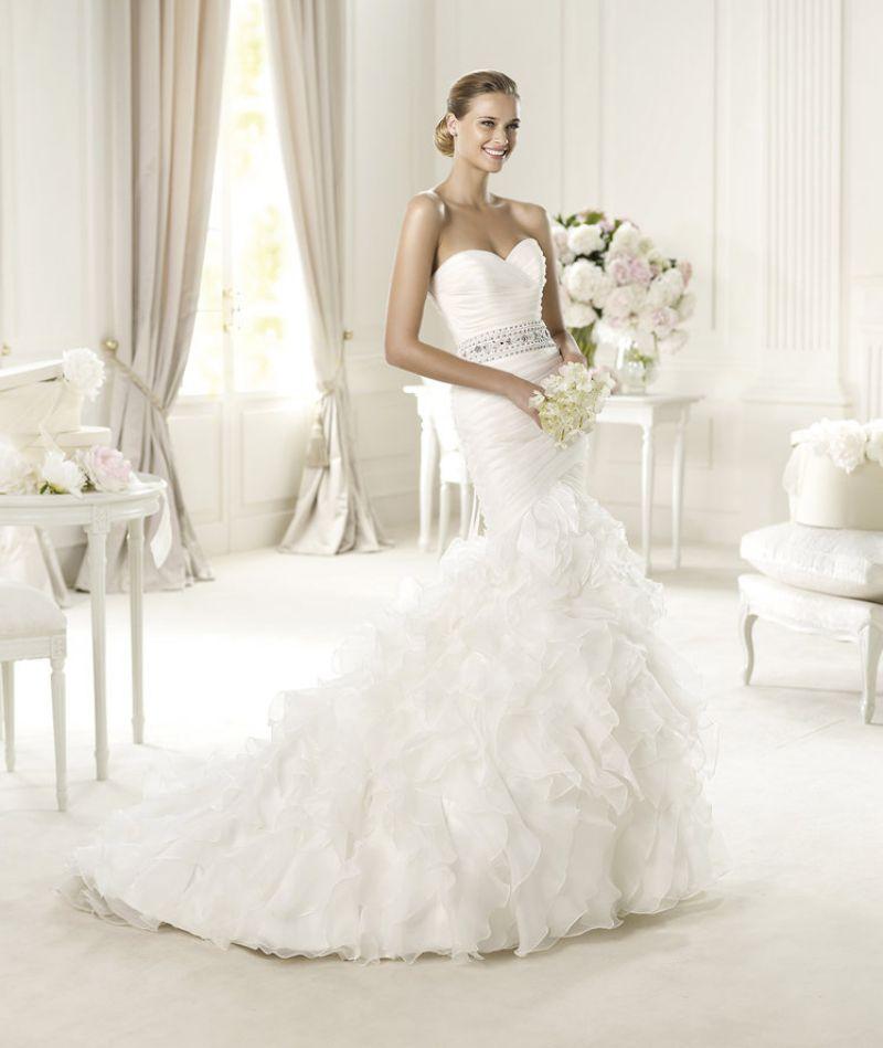 Pronovias előfoglalás - La Mariée esküvői ruhaszalon: Usia menyasszonyi ruha
