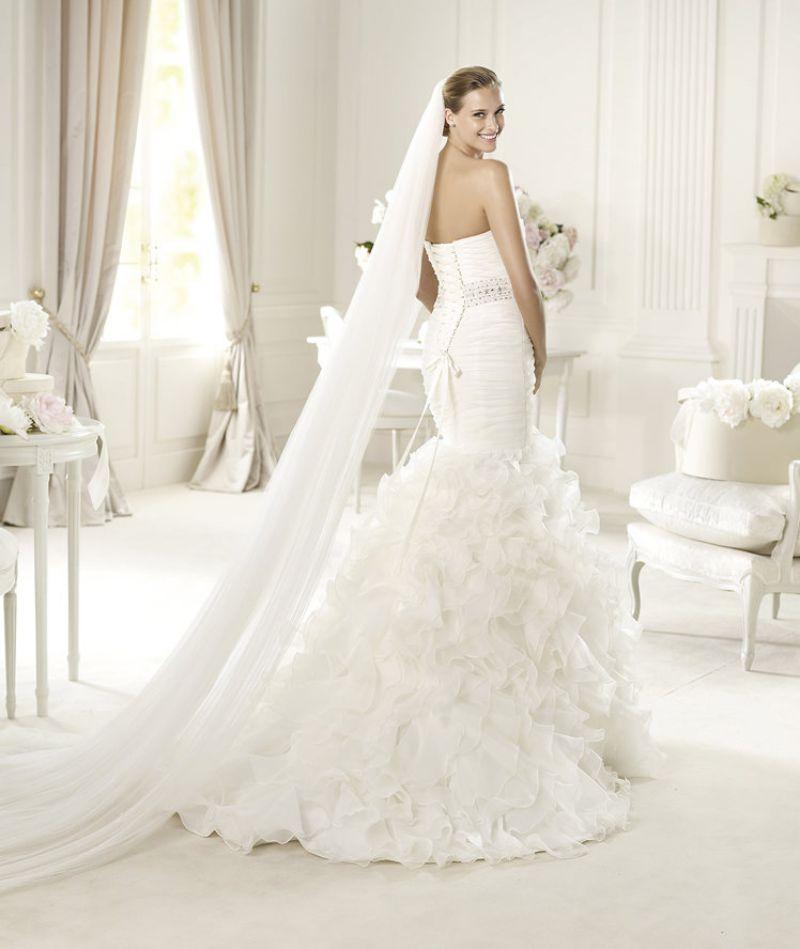 Pronovias előfoglalás - La Mariée esküvői ruhaszalon: Usia eskövői ruha